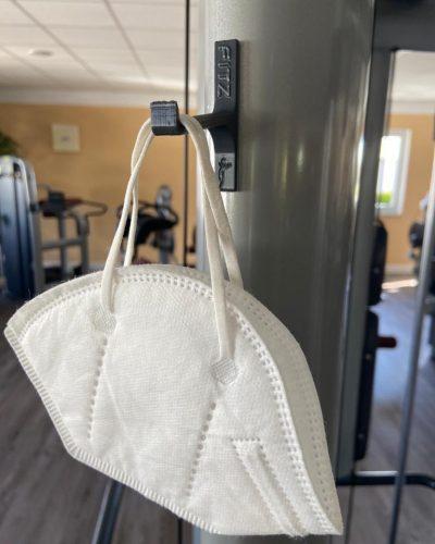 Halter für Mundschutzmaske im Fitnessstudio